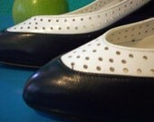 Adorable Navy and White Vintage Pumps