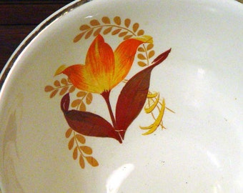 Harker Bakerite Serving Bowl Modern Tulip Pattern 22K Gold Trim Forties Vintage Kitchen Ware 1940s USA