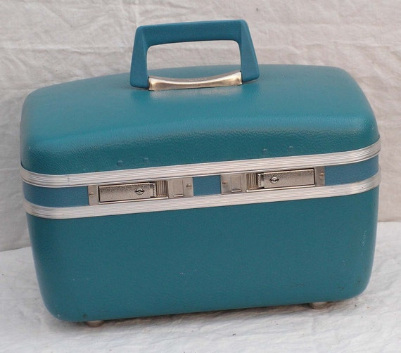 Vintage Train Case Turquoise Blue Satin Lined Luggage w Mirror Overnight Weekender 1960 Cascade