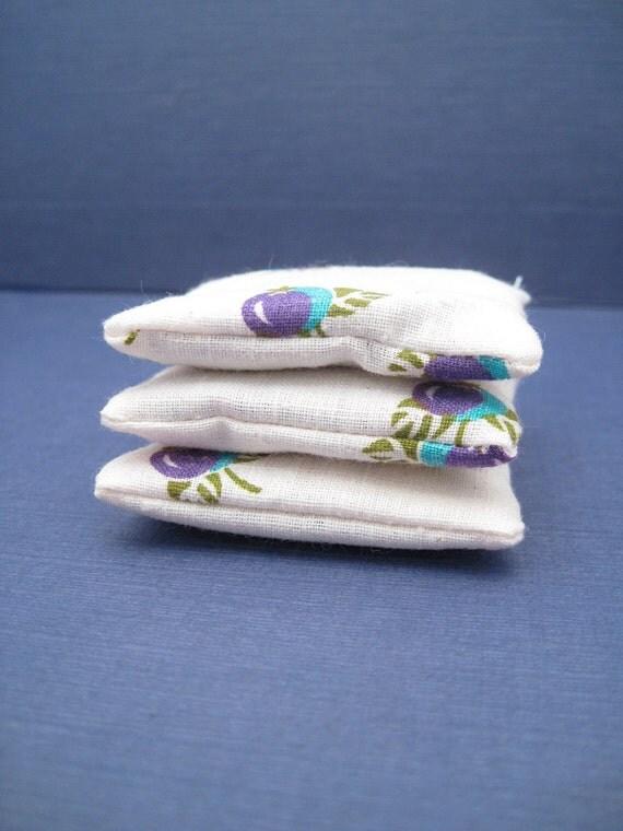 Dryer Sachets - Dried Lavender Sachet - Vintage Fabric - Set of 3