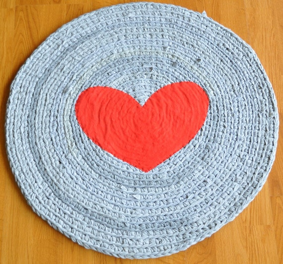 ... Recycling Artist - Round Heart Crochet Upcycled T shirt Area Rug