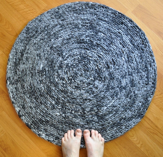 EKRA Gray Flecks Round Crochet Upcycled Area Rug