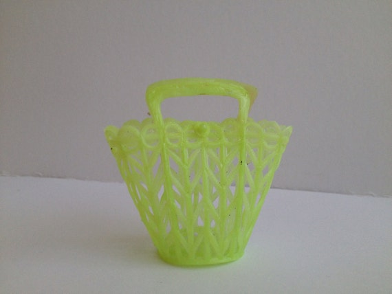 Little Darlings - vintage plastic basket for Blythe doll - green