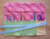 Crochet Hook Roll Up Organizer - Coral Floral