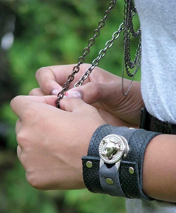 Hey Ladies...... Steampunk Leather Wrist Wallet Cuff with Secret Pocket - Black, Gray, Silver
