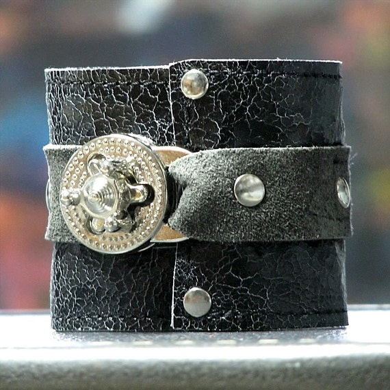 Hey Ladies.... Steampunk leather Wrist Wallet Cuff with Secret Pocket - Distressed Crackled Black Wristband
