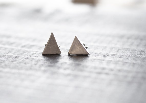 Simple Peaks - Sterling Silver Triangle Earrings - Minimalist Geometric Stud Earrings - Minimal Modern Jewellery - Simple Everyday Jewelry