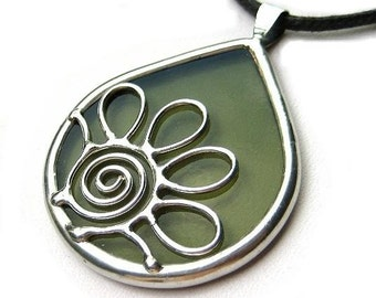Daisy - teardrop stained glass pendant