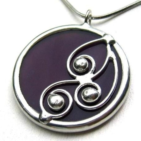 Spirals - round stained glass pendant (520)