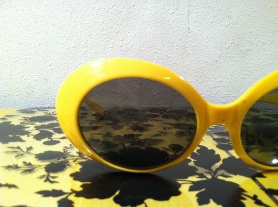 Vintage MOD YELLOW SUNGLASSES / Hot Retro 1960s / Made in Italy