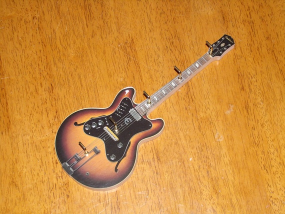 Scrolled Guitar Key Or Jewelry Holder