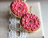 The princess earrings - Red and gold clay on round plated gold setting