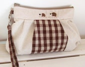 SALE Pleated wristlet - Linen natural x gingham with hedgehog applique