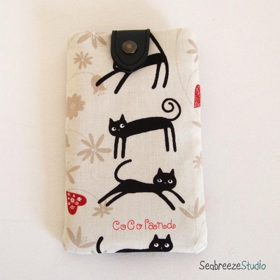SALE iPhone/mobile phone sleeve - black cats with black snap
