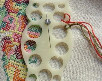 Owl embroidery floss organizer - White