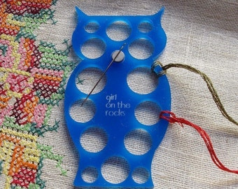 Owl embroidery floss organizer - Blue
