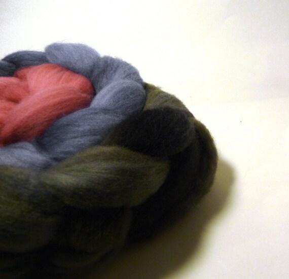 Handpainted Polwarth Wool Gradient Roving - Tumbler - black, blue, pink