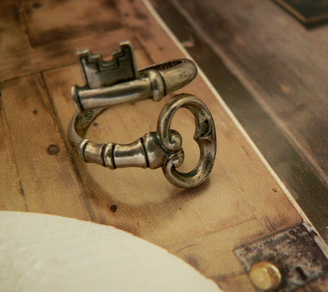 Vintage Skeleton Key Ring