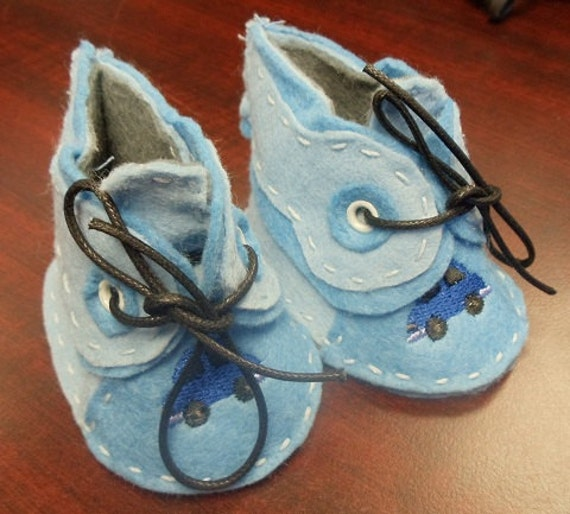Newborn Booties - Blue wool felt with cars