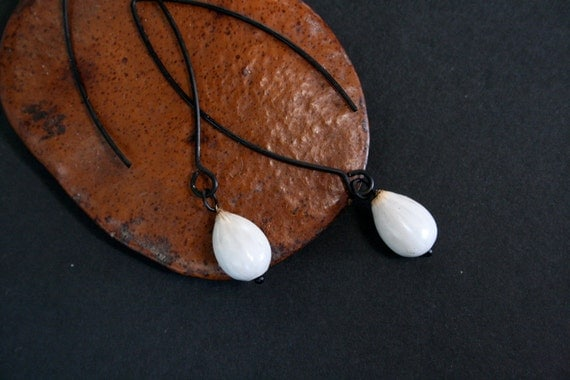 small drop earrings with natural seeds - everyday jewelry - tribal earrings