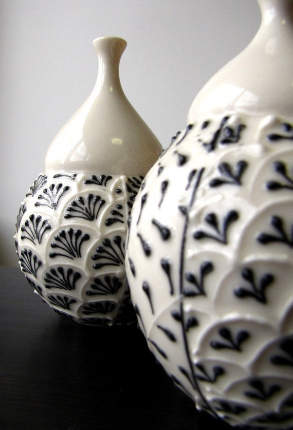 Single Black and White Bud Vase