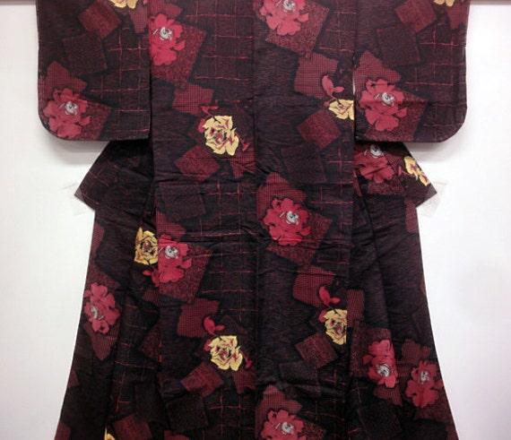 Japanese silk kimono - Vintage- Black with rose colored flowers