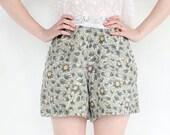 vintage 90's SAGE DAISY floral high waist linen shorts