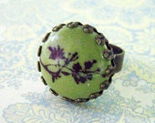 lovely porcelain and antique brass filigree adjuststable ring (green with a floral branch)