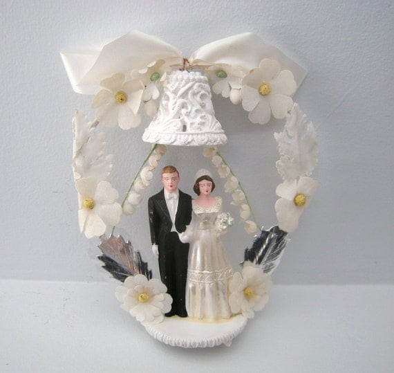 1940s cardboard wedding cake vintage 1940 s wedding cake topper chalkware and 10085
