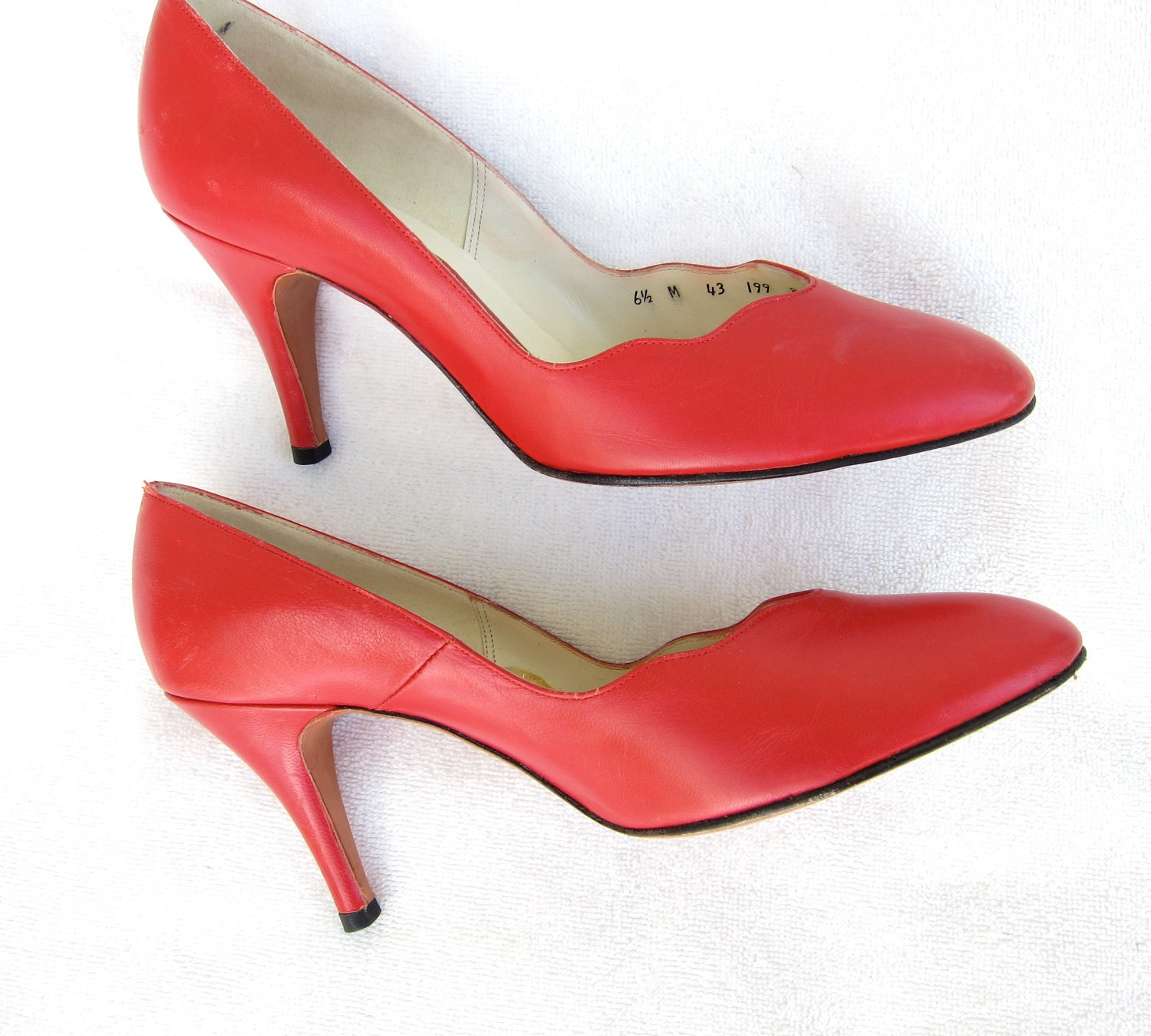 80s Lipstick Red Vintage Shoes Scallops Leather by JoulesVintage