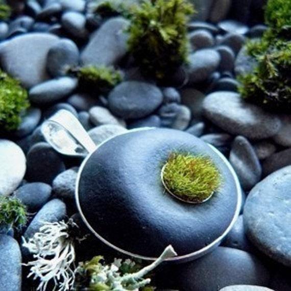 Set in Stone, Moss Pendant