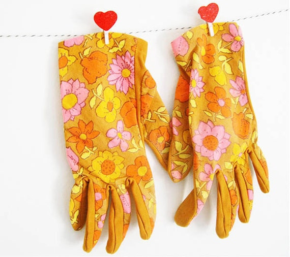 Vintage fashion women gloves - pretty retro flower fabric sixties Mad Men mod