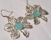 blue daisy earrings
