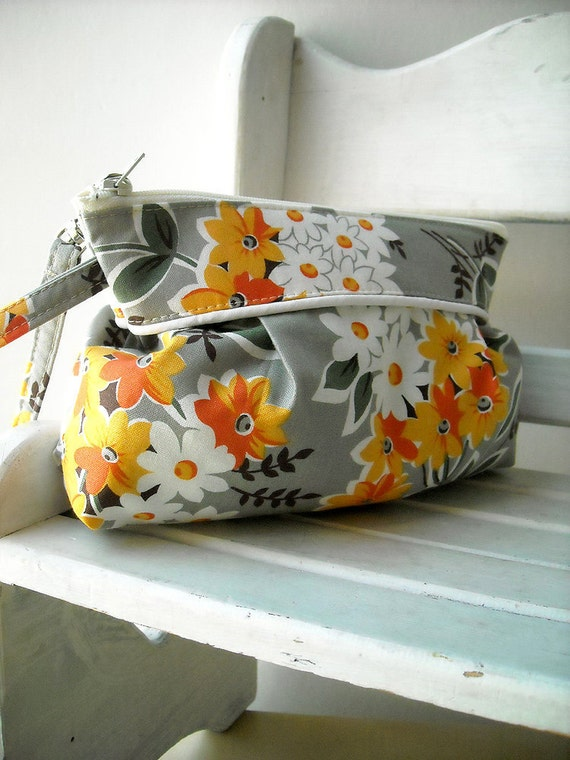 SALE - Bouquet in Grey - Zipper Pouch with Clip