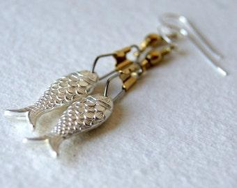 Metallic Fish Earrings - Fish Earrings - vintage silver Lucite Fish Earrings - silver fish earrings - Nautical - Pisces - Gift under 25