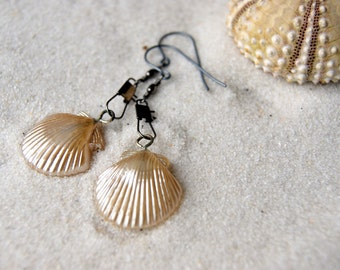 Shell Earrings - Seashell Earrings - vintage glass pearl shell earrings - Nautical Fashion - Summer Fashion