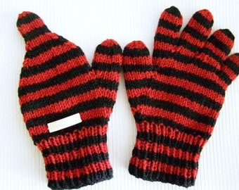 One-FingerDriving Gloves in red and black stripes