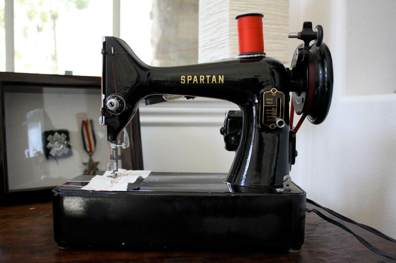 Portable Singer Sewing Machine Spartan 192k Vintage Sewing