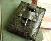 Men's Leather Bifold Wallet with Skeleton Key - Antique Olive Steamer Style