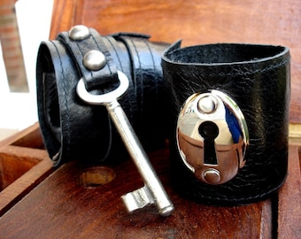Black Leather Cuff Set with Vintage Key and Keyhole - Steampunk Love Anniversary Cuffs - Unisex - MADE TO ORDER