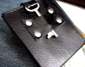 Men's Black Leather Wallet with Vintage Skeleton Key - Steampunk Bifold