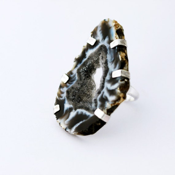 Geode Slice Ring Raw Crystal Agate Black and White Cocktail Jewelry Fashion