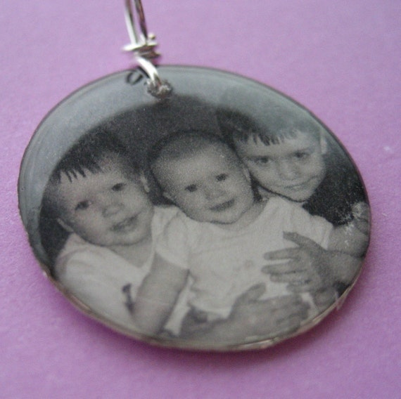 Custom photo lightweight 1 inch circle resin pendant Great keepsake memory charm MOTHERS GIFT circle square oval personalized wiht your pic