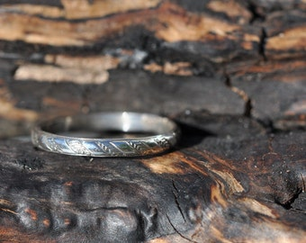 Sterling silver band ring with rolled pattern size 6