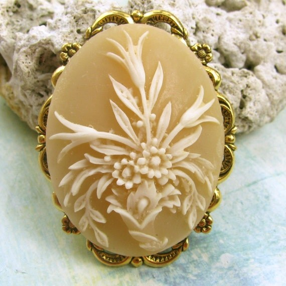 Cameo Brooch or Pendant Butter Caramel Floral