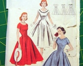 Vintage Dress Pattern Butterick 8131 B32 W25 H34 Size 12