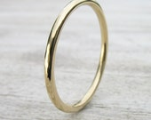 SIZE 6.5 - Slim Wedding Ring in 18k Yellow Gold - Hammered Finish