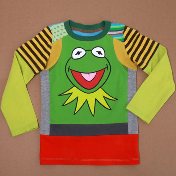 Size 4 yrs up to 5,5 yrs.boys upcycled t-shirt Kermit