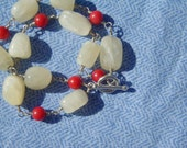 Honey jade and coral bracelet