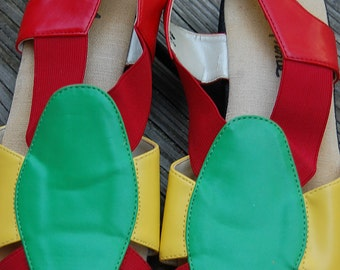 Vintage 80s 90s Cosby Red Yellow Stretchy Strappy Green Sandals Flats Shoes Size 8.5 N